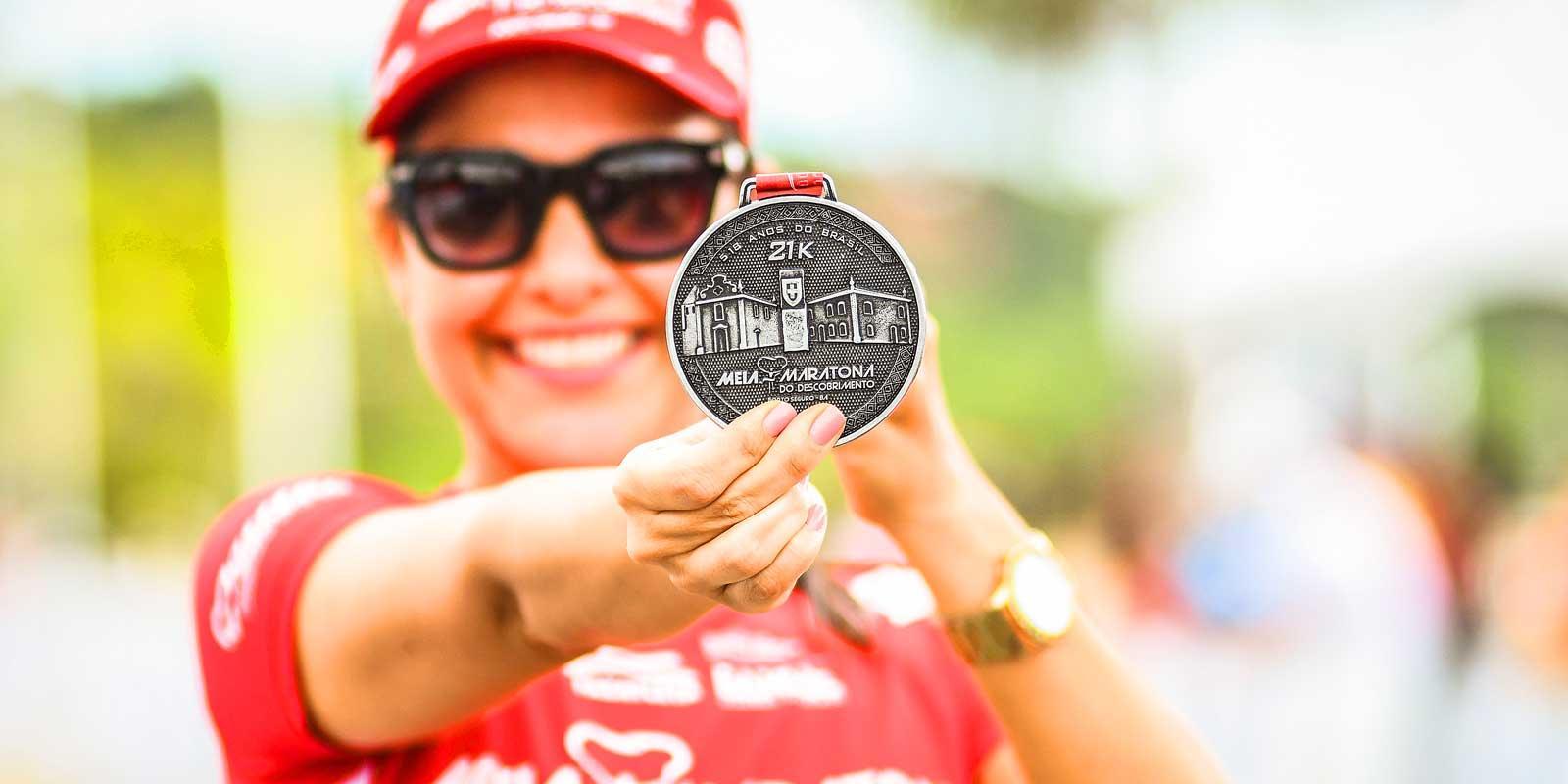 Giovani dos Santos e Cristiane Silva vencem Meia Maratona do Descobrimento Porto Seguro